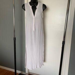 like new Forever 21 white v neck slit dress (6/$14